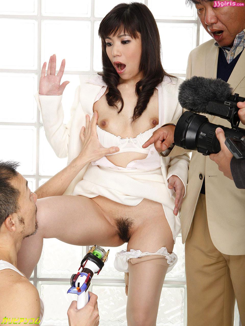 Порно приставание к японкам