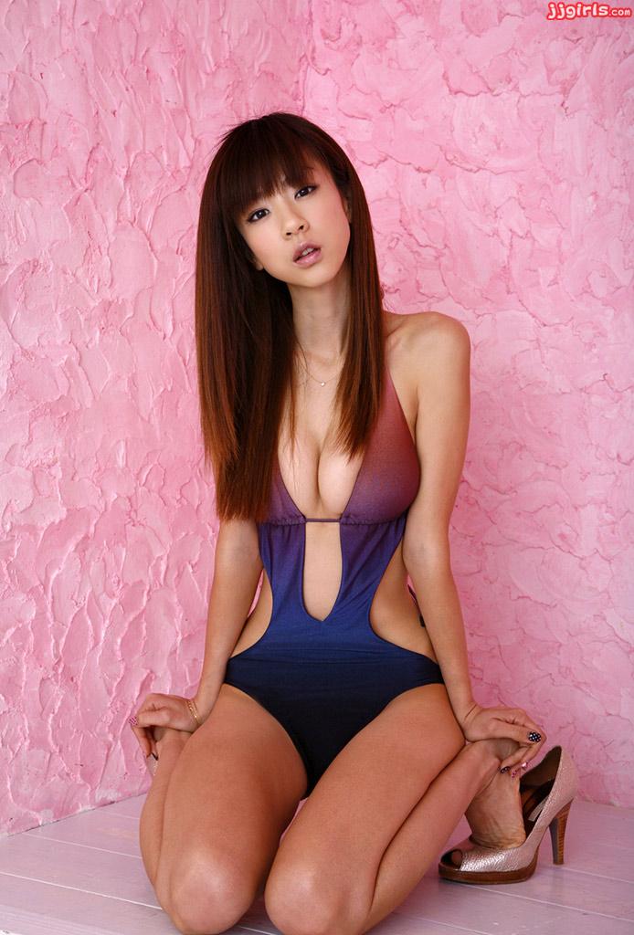 Beautiful brunette cougar?s first porn