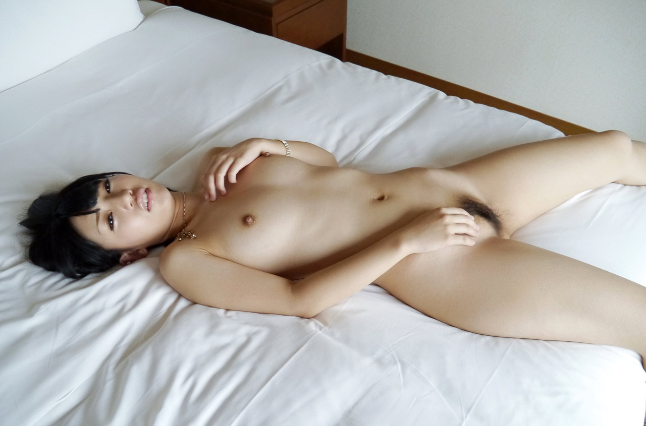 off-muscle-japanese-nude-babes-and-their-cunt-on-bed-sleeping