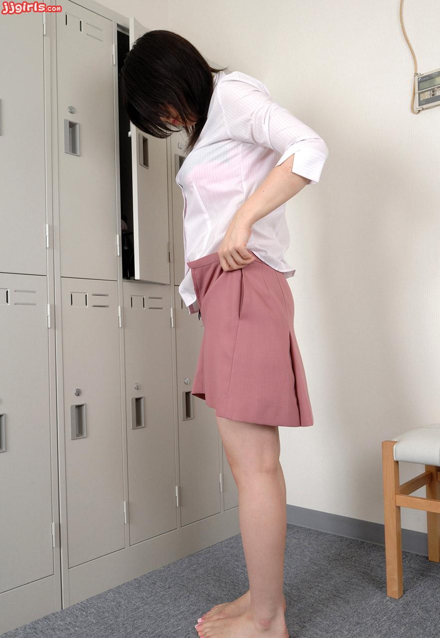 Japanese Girl Seduces Guy