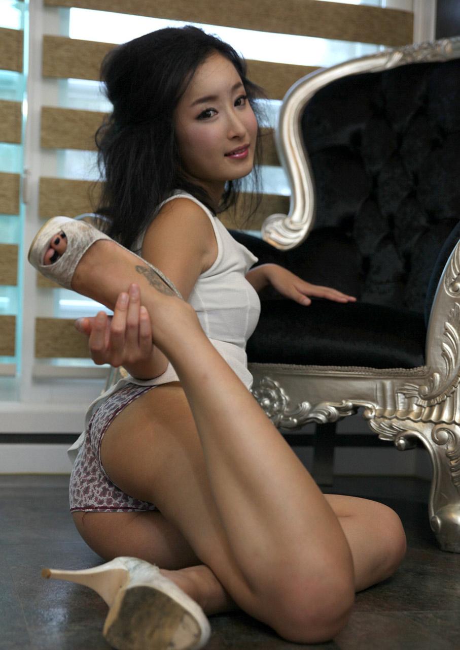 Juicy Korean And Black Pussy